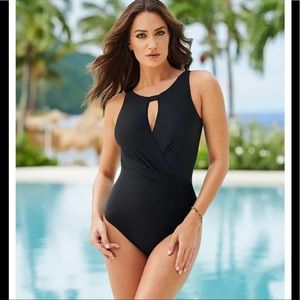NWT MIRACLESUIT DD-CUP SOLID ARDEN